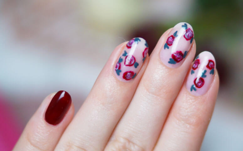 Valentine-Nails-close-up-358985bcadb266